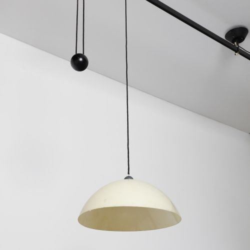 MAGISTRETTI VICO (1920 2006) VICO L'impiccato吸顶灯由Artemide公司生产。透明玻璃和喷漆金属。Cm 226.0…