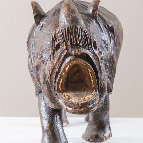 """""""Rhinocéros"""", sculpture en bois. Fin du XIXe siècle. Fabriqué en bois sculpté et…"""