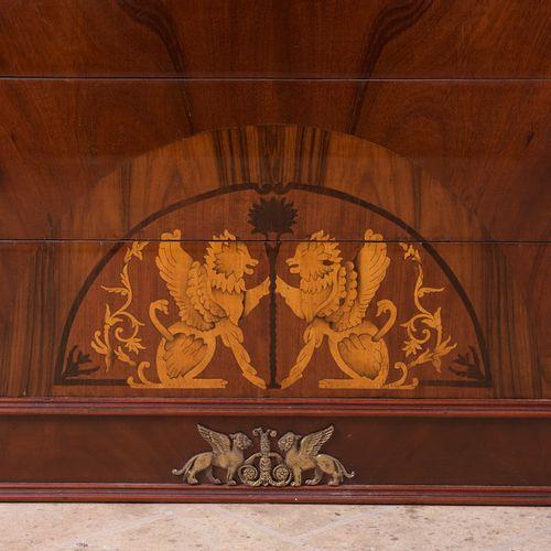 Bureau à rabat. 20ème siècle. Style Empire, colonnes avec bronze sur les côtés e…