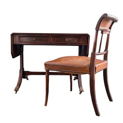 Lot comprenant une table à écrire et une chaise, toutes deux en acajou. Angleter…