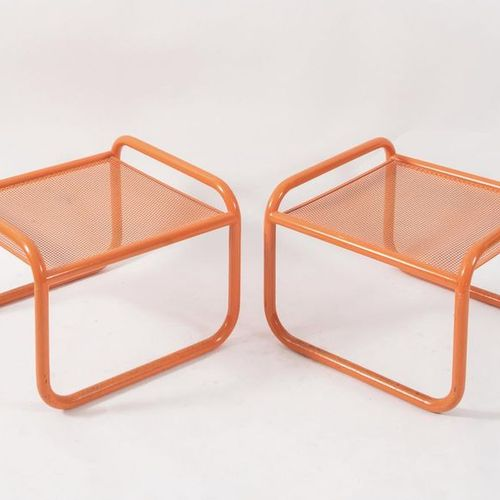 GAE AULENTI 一对金属材质的Locus Solus系列的凳子。有轻微的缺陷。由意大利Poltronova公司制造,大约在1960年。Cm 56x56x…