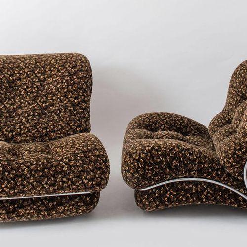 一对软垫织物扶手椅,管状镀铬金属框架。意大利制造,约1970年。每个79x78x90厘米。