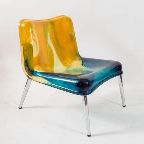 GIGI & PEPE TANZI扶手椅,彩色树脂,金属腿。意大利Biesse公司出品,约1990年。Cm 69x76x63。