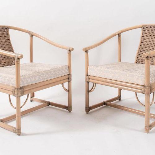 TELEMACO 一对弯曲的竹子扶手椅,用皮革和稻草捆绑;有布料。原始商标。由意大利Gasparucci Italo公司制造,约1980年。每个79x65x54…
