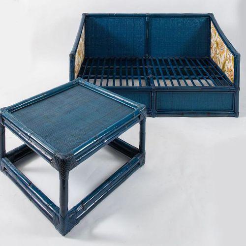 VIVAI DEL SUD 双人座沙发,带咖啡桌。由意大利Vivai del Sud公司制造,约1970年。沙发:cm 77x147x82;咖啡桌:cm 41x…