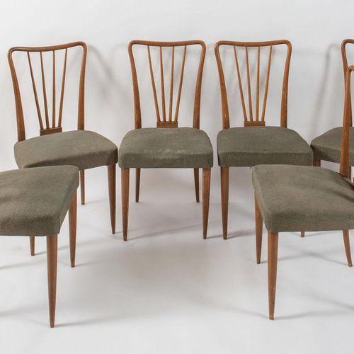 Six chaises en bois recouvertes de tissu. Prod Italie, c. 1950. Chacun de cm 91,…