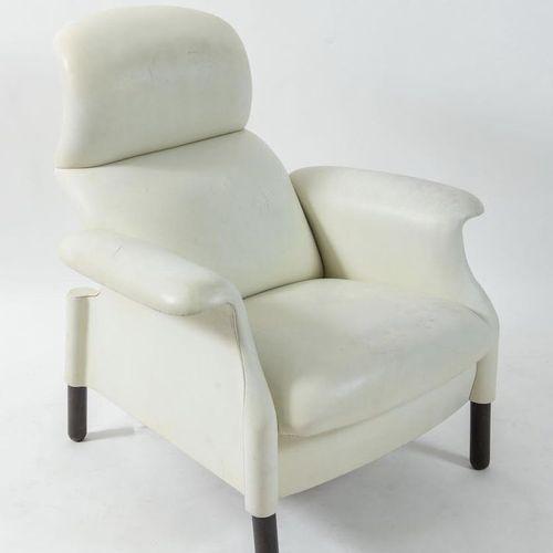 ACHILLE & PIER GIACOMO CASTIGLIONI 木质扶手椅,以皮革装饰的San Luca型号。有轻微的缺陷。意大利Gavina公司制造,约…
