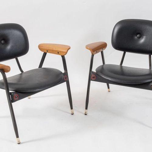 POLTRONOVA, attr.一对金属材质的椅子,上面覆盖着皮革。意大利制造,约1960年。每个d cm 72x52,5x70。
