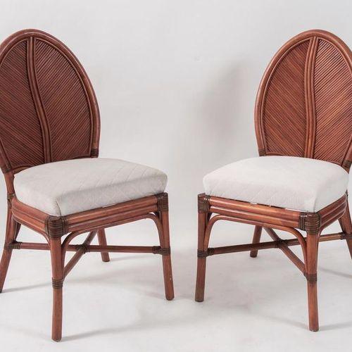 VIVAI DEL SUD, attr.一对弯曲的竹子和几内亚藤条和织物的椅子。在意大利生产,约1970年。每个尺寸为97x45x45厘米。