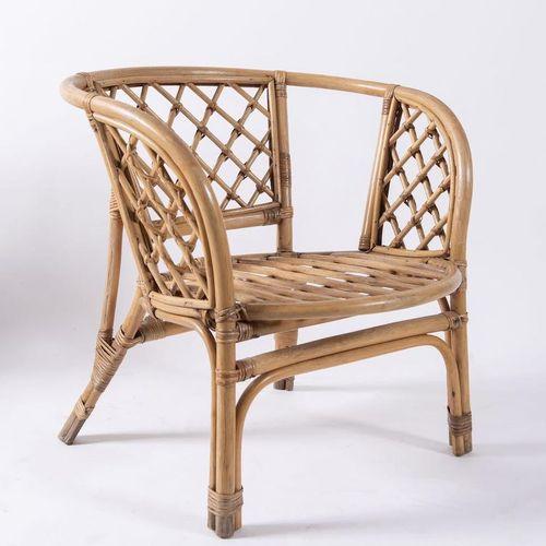 一对柳条和竹子的椅子。意大利制造,约1970年。每个72x70x66厘米。