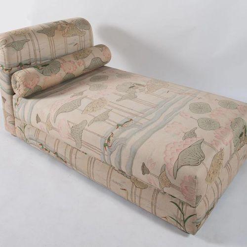 Dormeuse,木质框架和织物封面。意大利制造,约1980年。Cm 83x168x91。