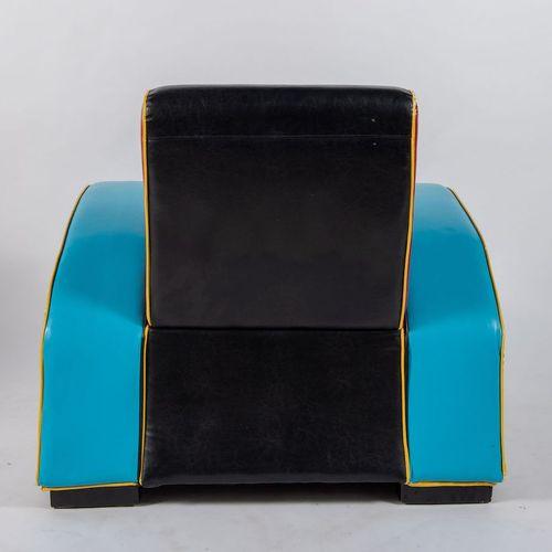 Fauteuil en similicuir avec une structure en métal et en bois. Fabriqué en Itali…