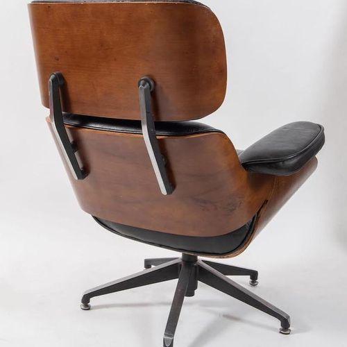 CHARLES EAMES,后。670型扶手椅和671型脚凳的复制品,采用红木和皮革材质。Prod. Herman Miller Replica, Americ…