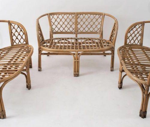三张柳条和竹子的双座沙发。意大利制造,约1970年。Cm 68x115x65。