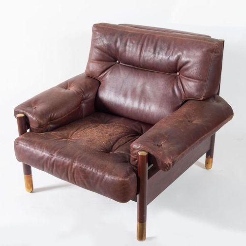CARLO DE CARLI Sella扶手椅,巴西红木框架,黄铜配件;皮革座椅和靠背。有轻微的缺陷。由意大利Sormani公司制造,约1960年。Cm 83x…