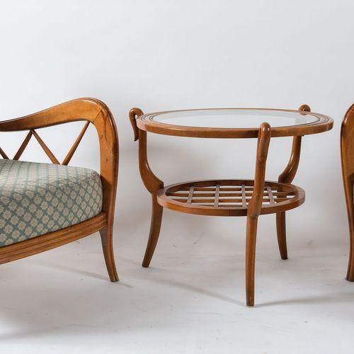 PAOLO BUFFA, attr.一对木质和软垫织物的扶手椅。意大利制造,约1950年。馆内面积68x80x66厘米。