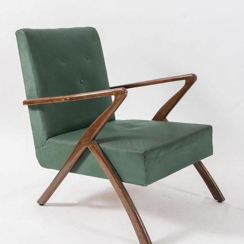 CASSINA, attr. Fauteuil en bois recouvert de cuir. Fabriqué en Italie, vers 1960…