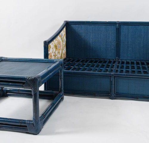 VIVAI DEL SUD Canapé deux places avec table basse. Fabriqué par Vivai del Sud, I…