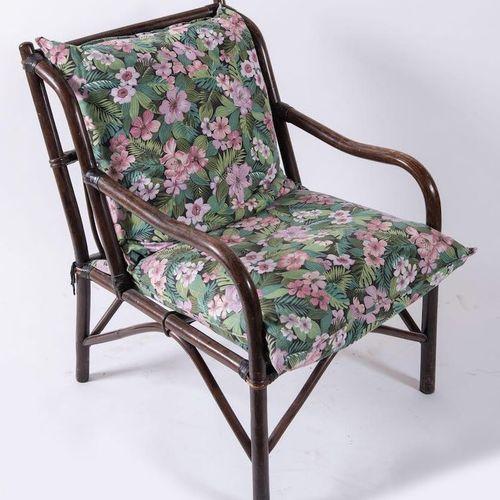 柳条和竹子扶手椅,带织物座椅。意大利制造,约1970年。Cm 80x85x60。