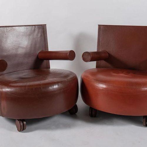 ANTONIO CITTERIO 一对真皮Baisity扶手椅。原始商标。由意大利B&B公司制造,1989年。每个81x89x93厘米。(轻微的缺陷)
