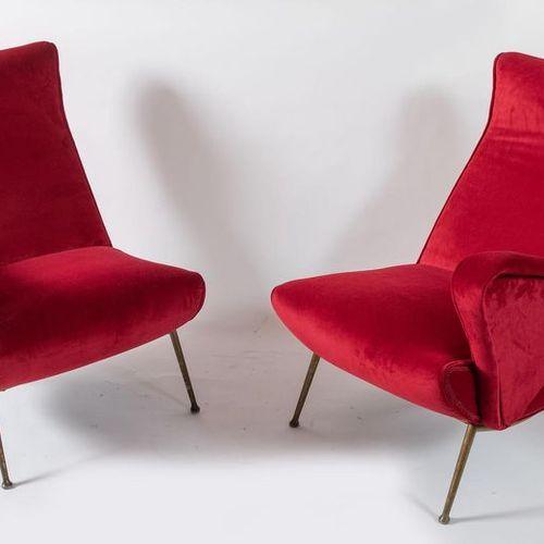 一对带金属框架的天鹅绒扶手椅。意大利制造,约1960年。每个85x83x53厘米。
