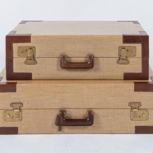 GIOVANNI PATRINI, attr.一对带拐角和把手的皮革和打蜡织物的旅行箱。意大利制造,约1970年。分别为64.5x48.5x20.5厘米和74.…