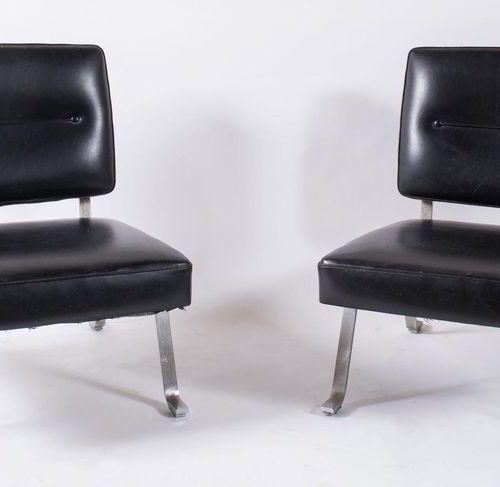 斯基罗利 三把组合式皮革扶手椅,镀铬金属框架。原始商标。有轻微的缺陷。由意大利Schirolli公司制造,约1970年。每个尺寸为70x70x78厘米。