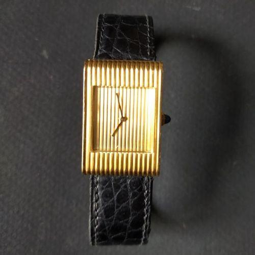 BOUCHERON  No. 73425.  Montre bracelet en or 18k (750). Boîtier avec une attache…