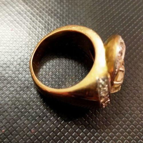 Bague or jaune 18K (750 millièmes) et platine, sertie d'un diamant taillé à l'an…