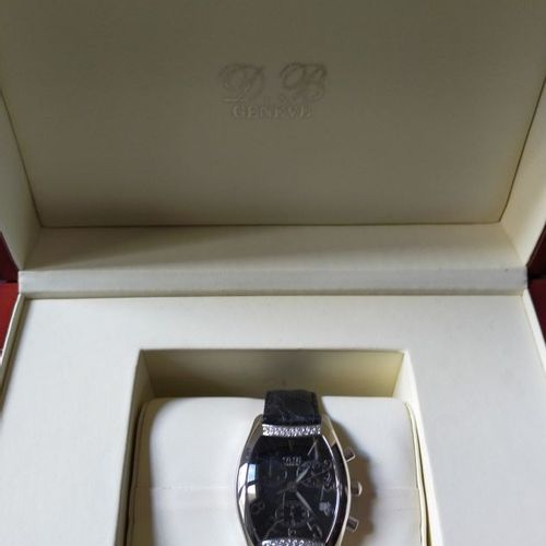DB  Chronographe bracelet en acier et diamants. Anses serties de diamants. Boîti…