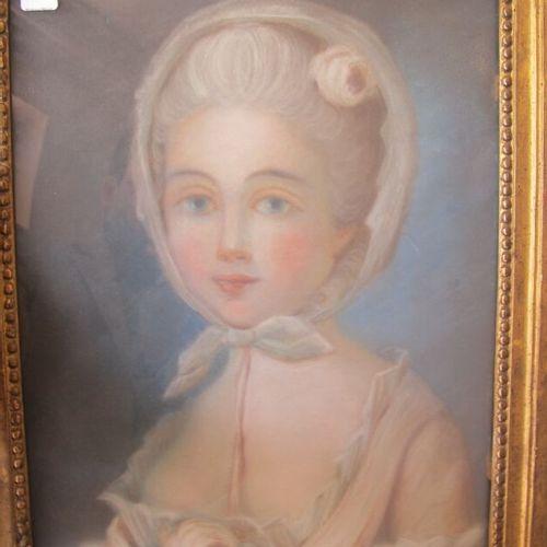 École française du XVIIIe siècle  Portrait de femme  Pastel sur papier  39 x 30 …