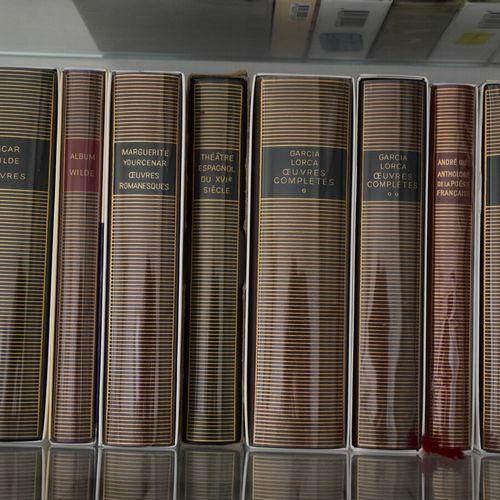 Lot d'environ 90 pléïades comprenant: Balzac, Camus, Austen, Céline, Claudel, Ce…