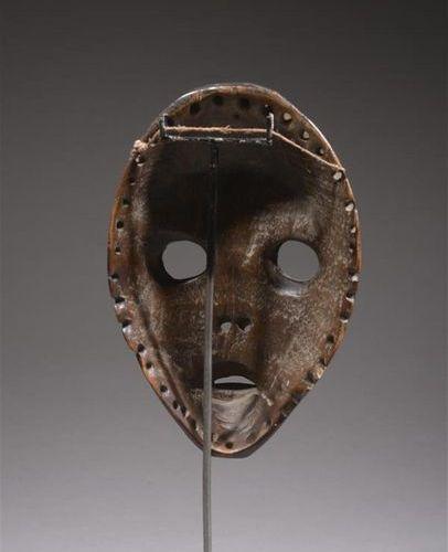 CÔTE D'IVOIRE, Masque DAN Masque de Course de type GUNYE GE. En bois sculpté et …