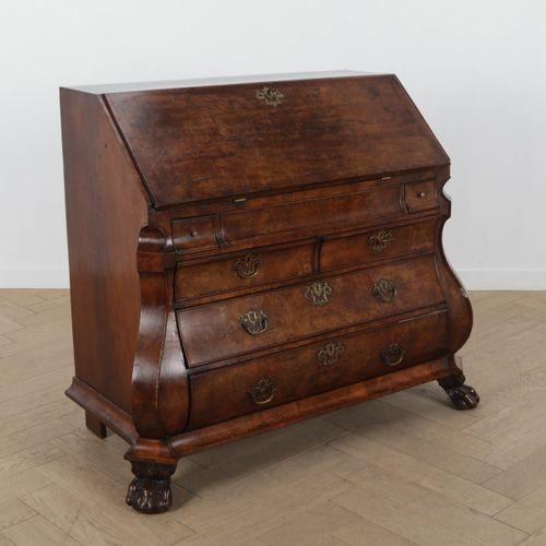 Secrétaire à abattant en noyer XVIIIe siècle, 106,5x130x63 cm.
