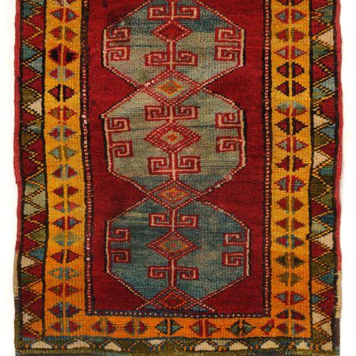 Zwei Yastiks. Anatolien. Um 1930. Wolle auf Wolle. Der größere Teppich mit stili…