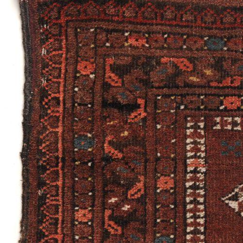 Belutsch. Persien. Um 1930. Wolle auf Wolle, Flachgewebe. Das Zentralfeld mit dr…