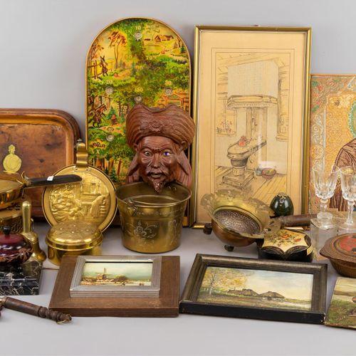 Lot d'objets divers, dont du cuivre et du laiton, quelques tableaux, jeu de tabl…