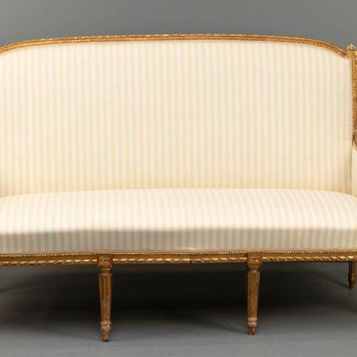 Ensemble de meubles de style Louis XVI, France, 19e siècle. Bois doré, à décor s…