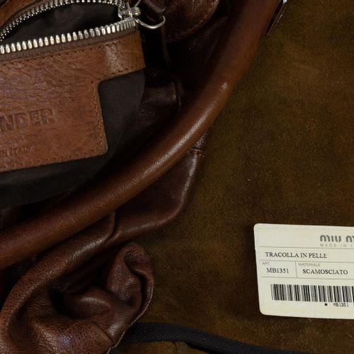 Deux sacs de marque, vers 2000, un sac à bandoulière pour dames en cuir brun, Ji…
