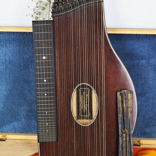 Old zither, 1938 Cithare ancienne, 1938  Marque Wilhelm Kruse, Markneukirchen. C…