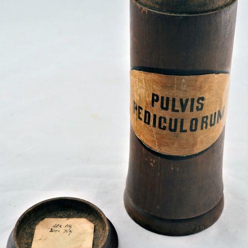 Set of pharmacy vessels, 19th century, 4 pieces Ensemble de récipients de pharma…
