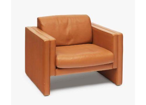 三张扶手椅 Walter Knoll椅垫。棕色皮革。座垫和背垫松动。粘合剂标签:Walter Knoll,德国制造。Ger.使用的痕迹。60 x 90 x 80…