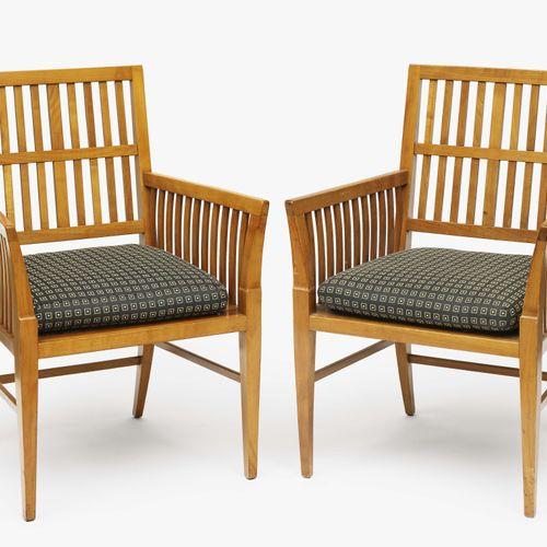 一对扶手椅 Design Adelbert Niemeyer, c. 1910 Cherry.全方位的支柱。座垫。休息。使用过的痕迹。