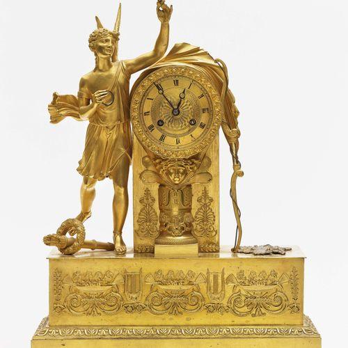Pendule de cheminée Paris, 1er tiers du 19ème siècle. Bronze, brillant et doré m…