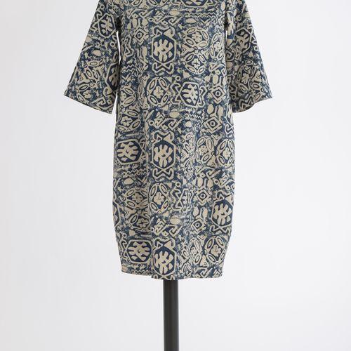 Kleid Unbekannt Robe Inconnue Coton avec soie, motif bleu beige, manches 3/4. Ha…