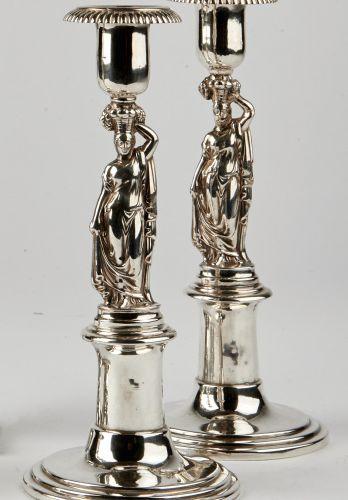 Paar klassizistische Leuchter, Nürnberg, um 1820/30 Paar klassizistische Leuchte…