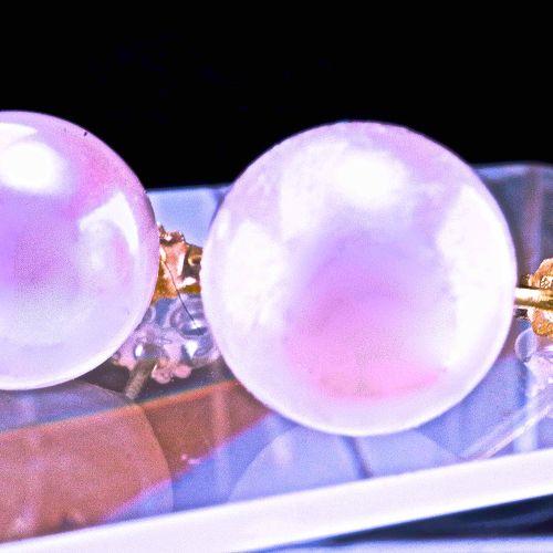 Paire de boucles d'oreilles en or jaune avec perles rondes Akoya du Japon Pair o…