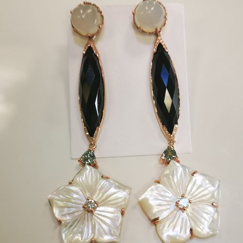 Boucles d'oreilles pierres de lune onyx nacre et diamants Paire de boucles d ore…