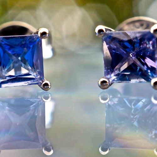 Boucles d'oreilles en or blanc 18 kt et tanzanites 18 karat white gold earrings …