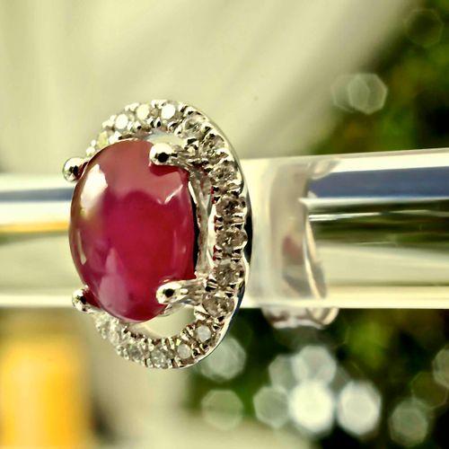 Boucles d'oreilles en or blanc rubis cabochons et diamants 18 ct white gold earr…